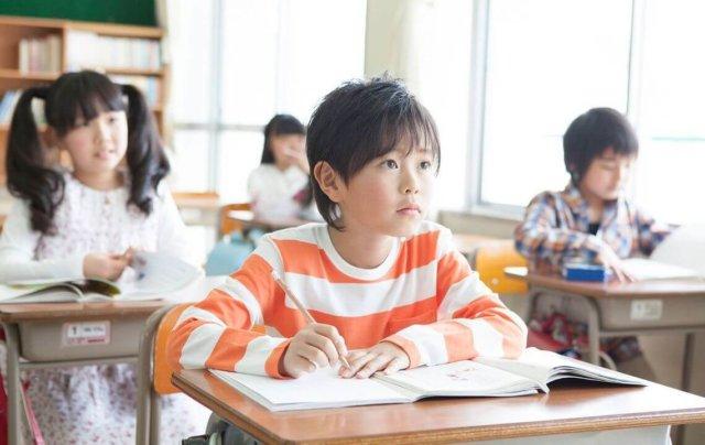 小学生男児勉強